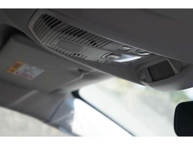 LEDのルームランプは、スイッチも使いやすい設計です。