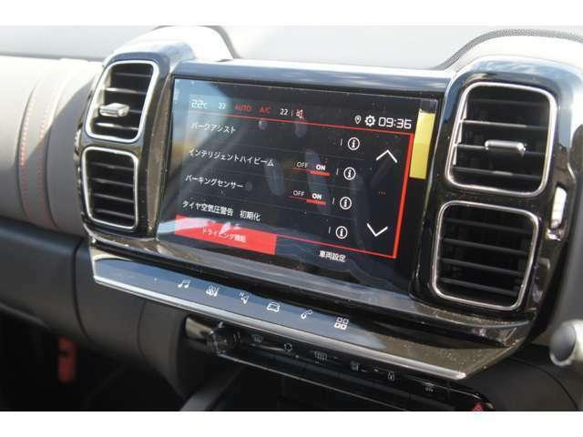 タッチスクリーンがApple CarPlayとAndroid Autoに両対応。地図アプリを立ち上げれば、ナビゲーションとしても使えます。トップリアビジョン付のバックカメラも。