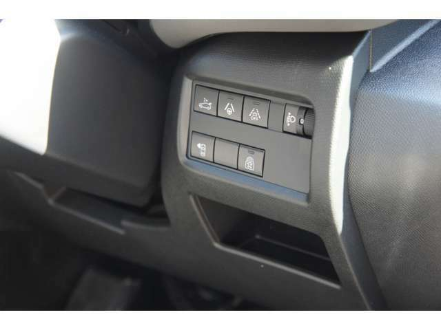 運転支援装備のON/OFFスイッチなどを、ステアリング右にレイアウト。