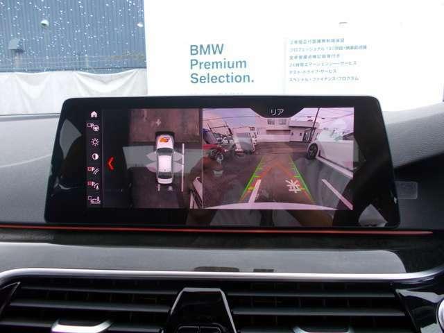 シフトをリバースに入れると自動でナビモニターがリアビューカメラと後部障害物センサーに切り替わります。映像、カラーバーと障害物接近音で距離を確認でき、狭い駐車場でもスムーズに駐車可能です!!