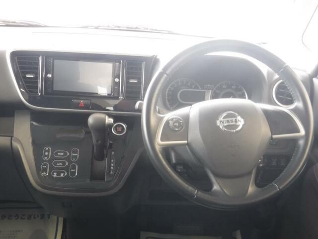 運転しやすいのも、室内が明るいのも、ワイドな視界がかなえてくてます。