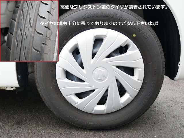 純正13インチタイヤ。 タイヤサイズは145/80R13となります。 タイヤの溝もしっかりと残っておりまだまだ使用可能です! インチアップホイールなどもお気軽にお申し付け下さいね。