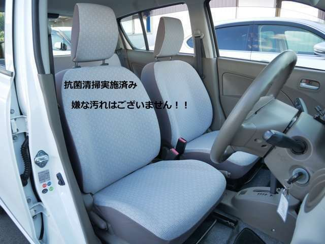 一般的に汚れやすいと言われる運転席ですが、大変綺麗な状態を維持しております♪ 嫌なシミや擦れ、臭い等は感じられません! 当店のお車は中古車でもキレイをお約束します!!