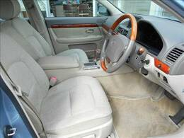 プログレは平成19年5月まで販売してました。当時のベンツCクラスや、BMWの3シリーズに匹敵する『小さな高級車』です。