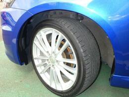 タイヤ溝・ホイール共に綺麗な状態でたくさんお乗りいただけます^^17インチアルミホイールです。