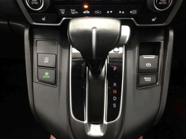 パーキングブレーキは電動でブレーキホールド機能付きです。