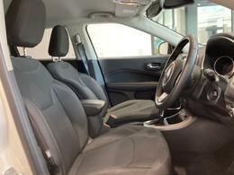 シートはファブリックシートを採用しており疲れにくい素材となっております。