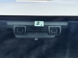 2つのカメラで前方のクルマや歩行者を検知するデュアルカメラセンサーブレーキサポートです。