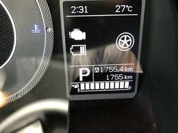 走行は1755km。メーター内のインフォメーションディスプレーは燃費計やシフト位置などなど、色んな情報を提供致します。