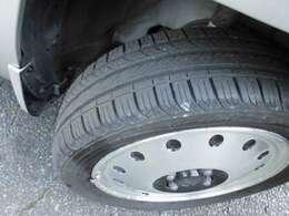 タイヤの目もバッチリ残ってます。