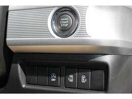 スライドドアは左右ともに電動タイプです。キーは、スマートキーです。エンジンスタートはプッシュ式となります。ドアの鍵もワンタッチで開閉可能です。アイドリングストップ機能もあります。