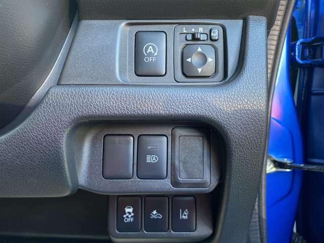 アイドリングストップ・エマージェンシーブレーキ・横滑り防止装置・車線逸脱警報・ハイビームアシスト付です