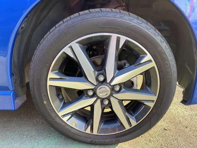 純正アルミホイールの画像です。タイヤサイズは165/55R15
