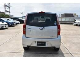 大きなガラス面でバックや駐車時も安心です。