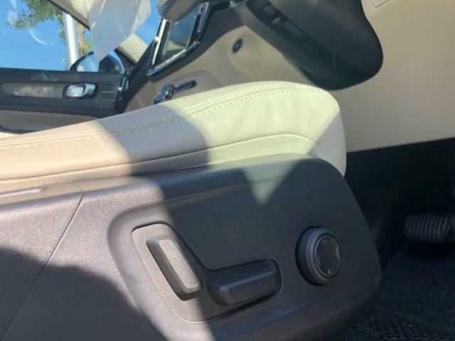 運転席シート各部の調節機能は電動式です。