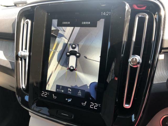 【360°ビューカメラ】自車と周囲との位置関係をひと目で確認することができ、障害物の有無など周辺状況を把握しやすくなります。