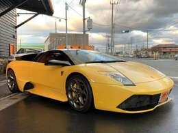 ボディーカラーはランボルギーニ人気のイエローパールカラー。ジャッロオリオンです!正規ディーラー車の程度良好車両です!