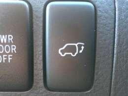 【電動リアゲート】装備で両手が荷物でふさがっていてもボタンひとつで開いてくれるので助かります!
