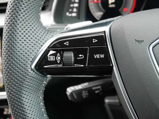 ステアリング・マルチファンクションスイッチ(左側)で、スピードメーター画面の表示を切り替えることが出来ます。