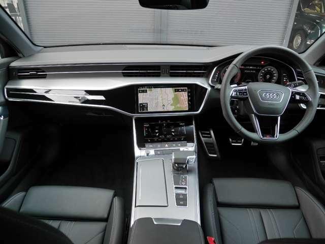 スマートキーです!車内へのアクセスは簡単で鍵をカバンやポケットに入れた状態で、ドアの開閉・エンジン始動ができます。