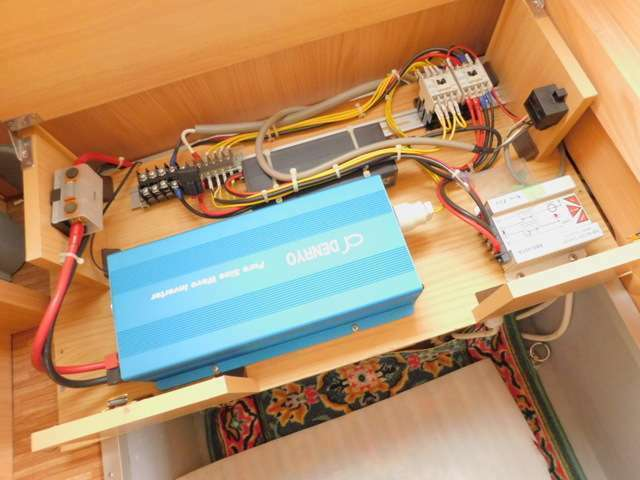 1500Wインバーター装備 サブバッテリー 走行充電 外部電源 外部充電
