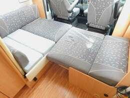 ダイネット部分ベッド展開時サイズ 212cm×125cm最小幅87cm