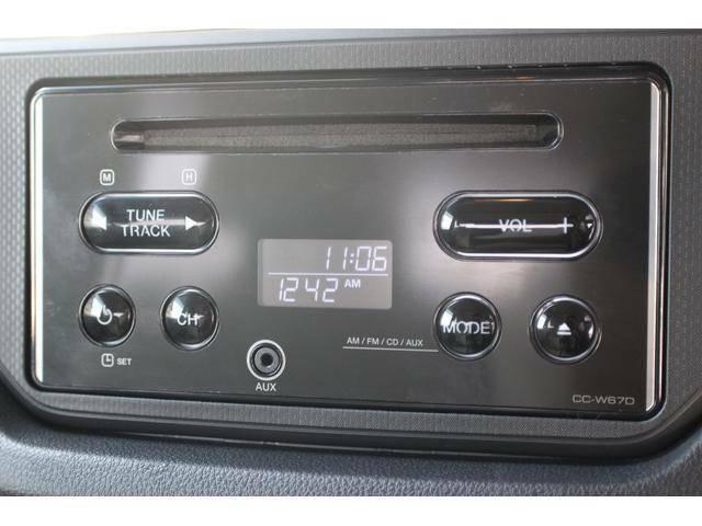 【オーディオ】シンプルなCDオーディオを装備しております。前面にφ3.5mmのAUX端子を装備!
