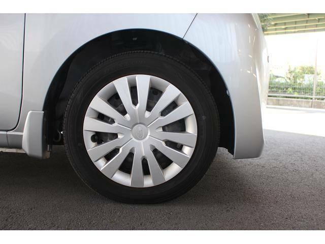 【タイヤ&ホイール】お洒落なフルホイールキャップ付き、タイヤサイズは155/65R14 を設定しております。