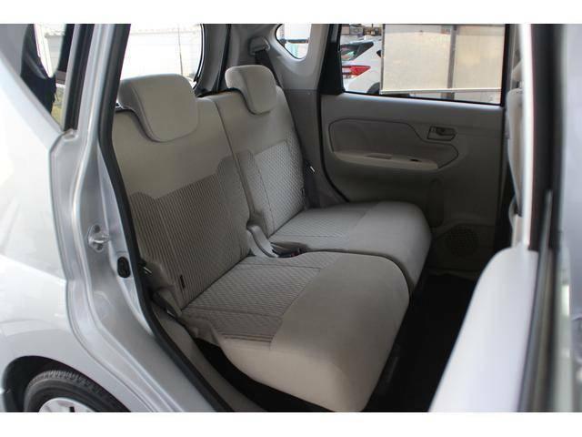 【リヤシート】後席も十分な広さがありファミリーユースにもぴったりです!