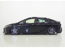 ローダウンは車高調で下げています。ボルドワールド製アブソリュートDSを装着しています。商品税込価格¥217,800です。http://www.aimgain.net/products/aero/50prius_phv_gr/index.html