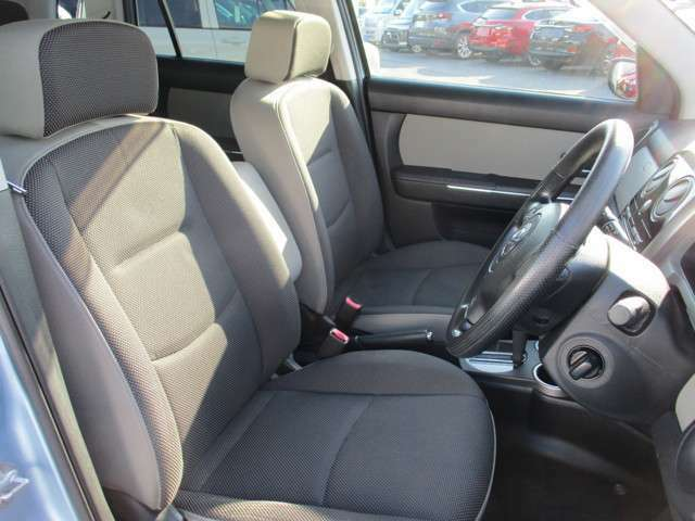 フロントシートデザイン。落ち着いたデザインです。