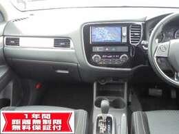 インパネ周りの画像です。 ナビゲーションの下に付いているオートエアコンは運転席と助手席で別々に温度調節が出来ますので便利です。