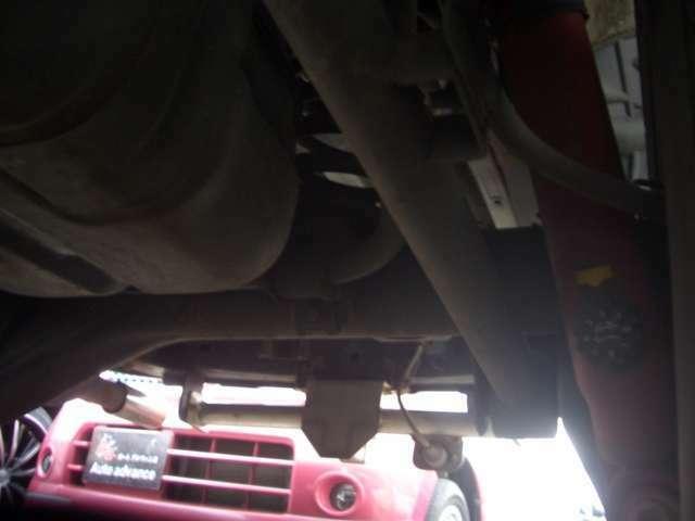 はリヤ側の足回りなどの錆も非常に少ないです!足回り・下回りを見ればその車の状態が解ります!当社は本州や錆の少ないお車を入庫しています!