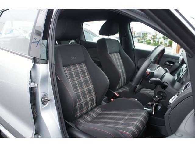 フロントシートはバケットタイプのホールド性の良いシート