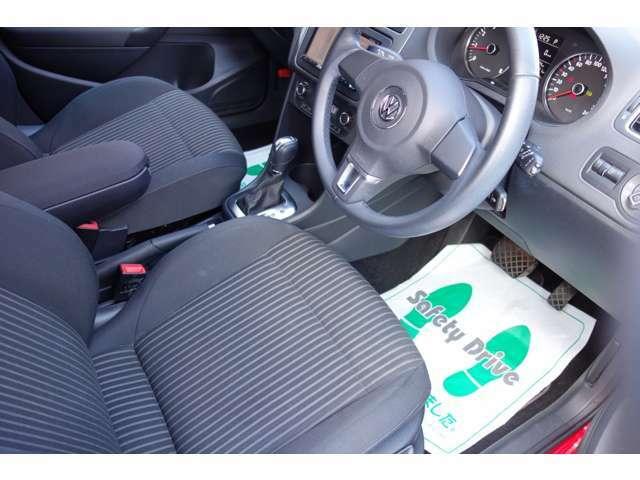 運転席シートのサイドもシートのヘタリも無くクッションもしっかりした状態を保たれております☆