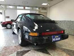 色褪せとは無縁のリアボディデザインです。オーナー様の愛情を32年間受けてきたお車は違います。