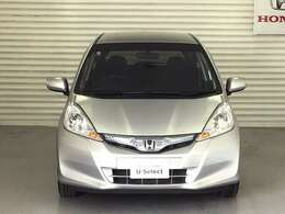 HIDヘッドライトにドアミラーウインカーを備え、視認性良好なお車です。