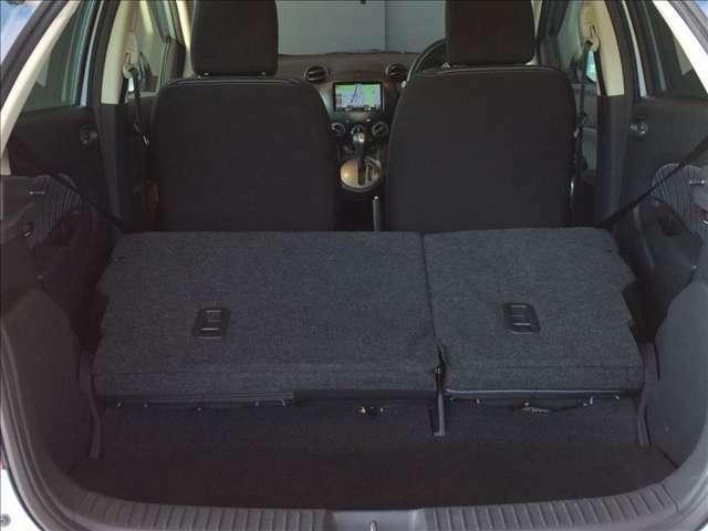 シートを倒せば広い荷室に!大きなお荷物も安心です☆