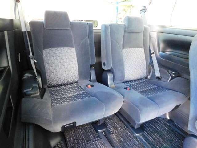 サードシートはシートスライド&リクライニング機構付き