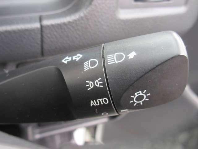 暗くなると自動でライトが点灯、明るくなると自動でライトが消えるオートライト機能!