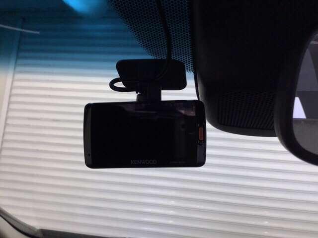 ドライブレコーダーが前方の監視をしてくれます。衝突や急ブレーキなどを感知した場合に、記録された動画が万が一の際に直前の状況を把握する手助けとなります。