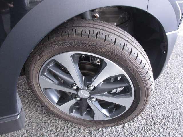 純正アルミホイール タイヤサイズは 165/55R15 です