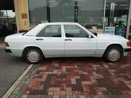 懐古なメルセデス E190 ほぼオリジナルの1台 旧車ブーム到来中☆ この機会にぜひ、浪漫あふれる懐かしいお車をお手元に☆