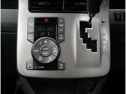 【エアコン】左右別々に温度設定が可能なオートエアコンが標準装備になります。