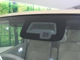 【デュアルセンサーブレーキ】ぶつかりそうになったら、車がブレーキをかけてくれる!【路外逸脱防止支援システム】車線をはみ出そうになったら、車自身が車線に戻ろうと操作します。