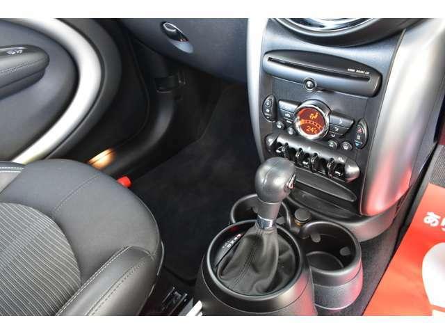 MTモード付6AT。。。クイックな走りもMINIの魅力の一つ。。。OPシートヒーター付き。