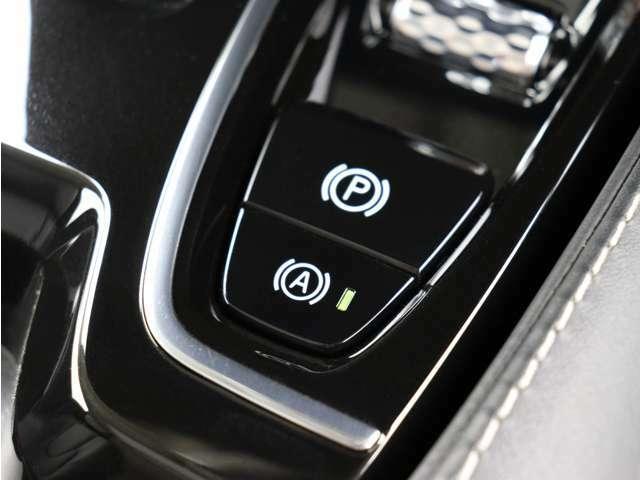 ドライブモードでは、走行特性が変化して、ドライビングエクスペリエンスが向上し、特殊な状況で走行しやすくなります。また、もしもの時に『緊急エマージェンシーブレーキ』を装備!詳細はお気軽にお問合せ下さい。