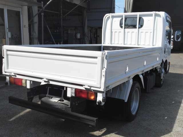 車両外寸、長さ469cm、幅169cm、高さ199cm。 車両総重量4235kg  4ナンバー小型貨物登録のトラックです。