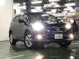 ディスチャージヘッドライト(HID)はとても明るく、夜間の走行や雨の日も安全・安心です