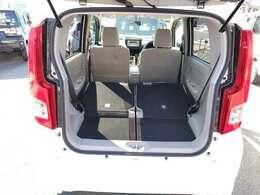 席を前に倒すことで大きな荷物も載せることが可能です!